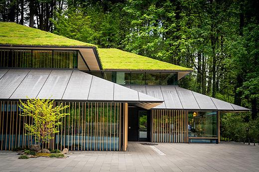 """用绿色屋顶的""""文化村""""扩展了波特兰日式花园"""