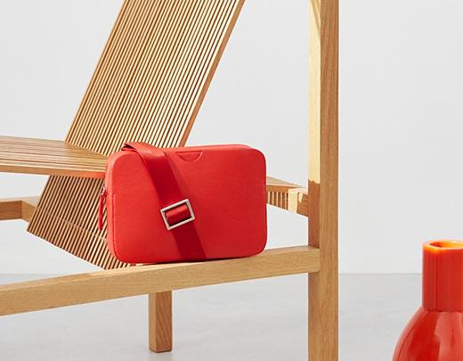 品牌设计——COS 新年限量皮包