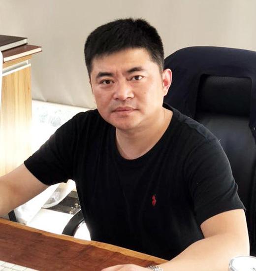 朱爱军:专注设计 鑫臣楼梯打造艺术品