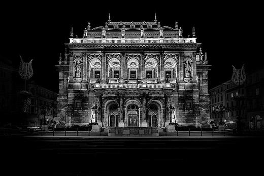 布达佩斯标志性建筑中央错觉黑白照片