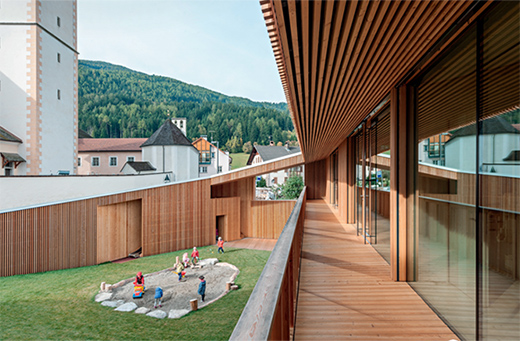 低地瓦尔道拉幼儿园,花园式的建筑设计